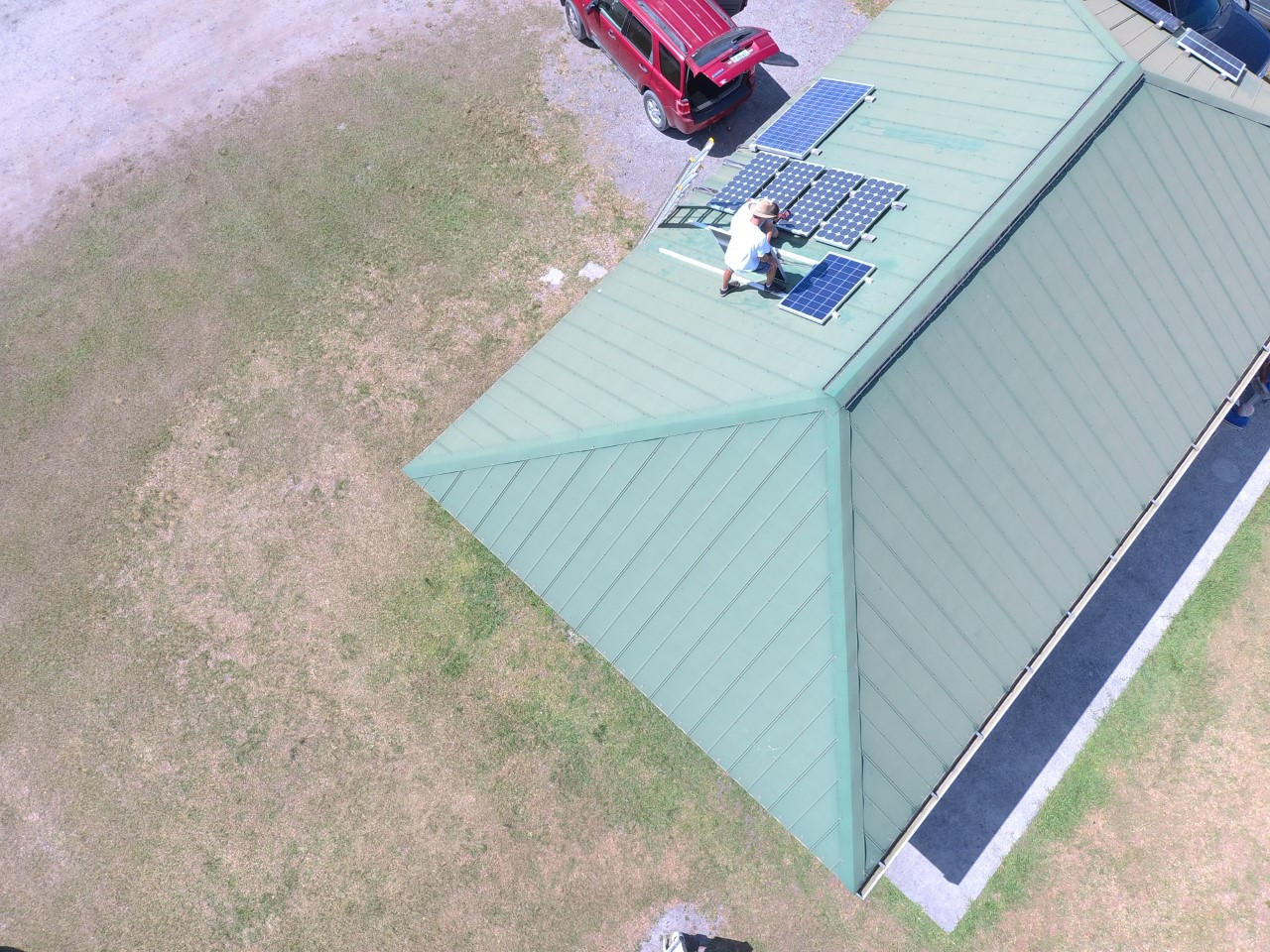 thumbnail_Bobby Hay Instal Solar Pnl